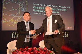 Huawei and UKTI sign MOU at supplier convention, May 2016